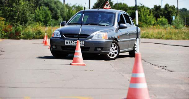 К Вашим услугам - вождение на полосе с препядствиями с опытным, внимательным инструктором